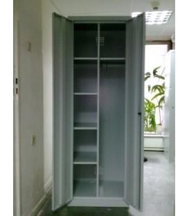 Metalowa szafa gospodarcza SMD 61, 2-drzwiowa na cokole.